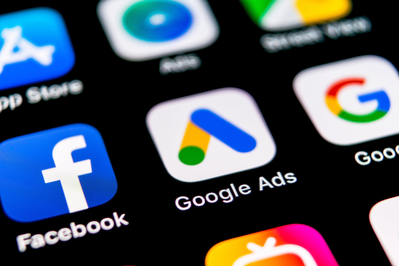 Écran de téléphone avec application Google Ads